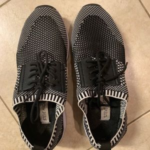 Steve Madden- Slip on Sneakers